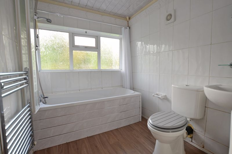 3 bed house for sale in Quinton Lane 8