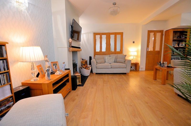 3 bed house for sale in White Road 11