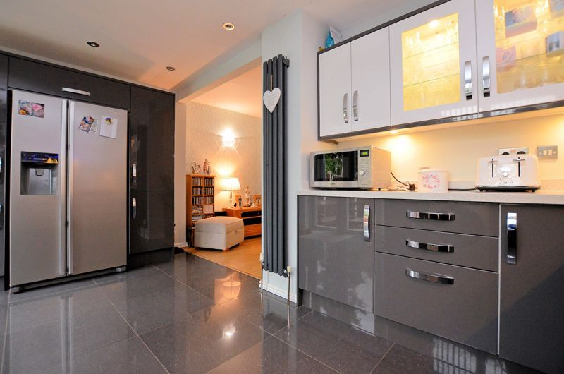 3 bed house for sale in White Road 15