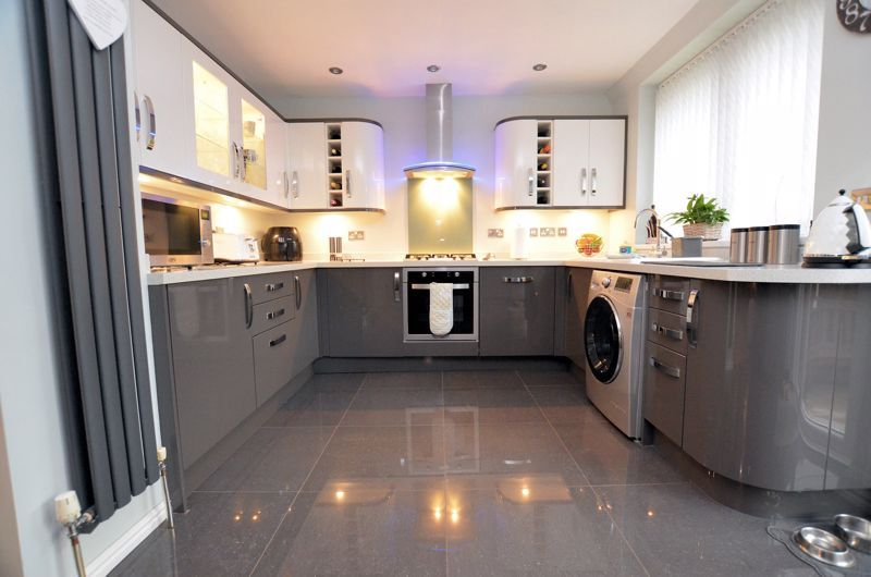 3 bed house for sale in White Road 3