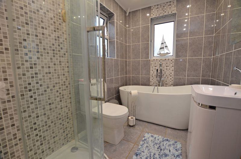 3 bed house for sale in White Road 7