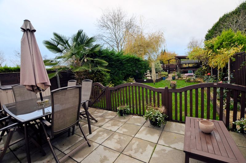 3 bed house for sale in White Road 8