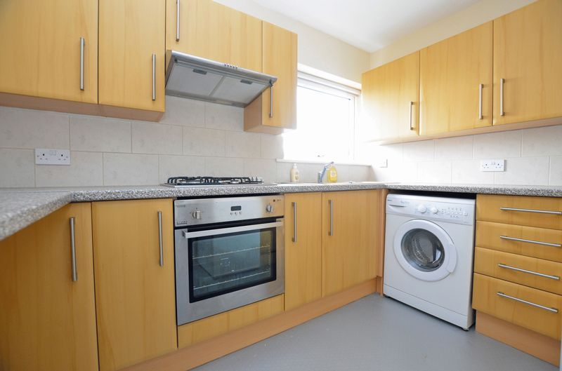 1 bed flat to rent in Leicester Close 2