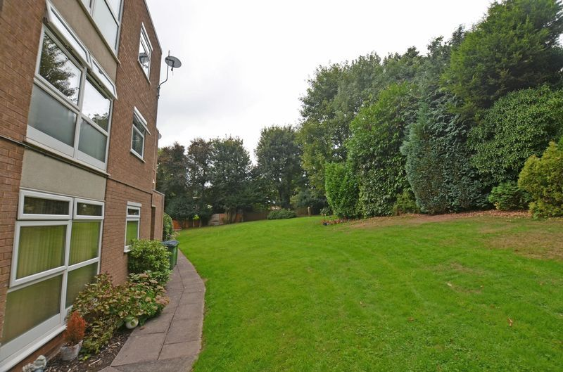 1 bed flat to rent in Leicester Close 13