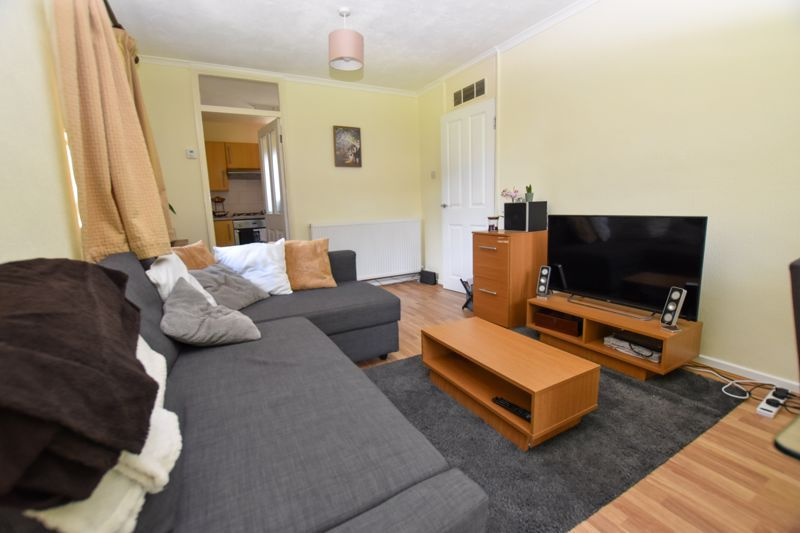 1 bed flat to rent in Leicester Close 5