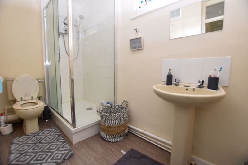 1 bed flat to rent in Leicester Close 8