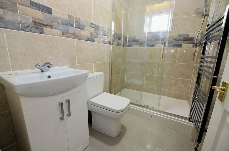 3 bed house for sale in Forest Road 7