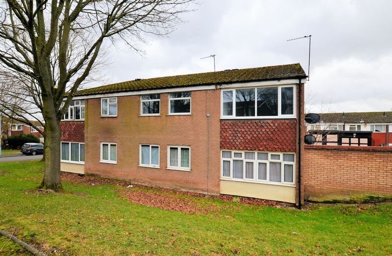 2 bed flat to rent in Monmouth Road  - Property Image 2