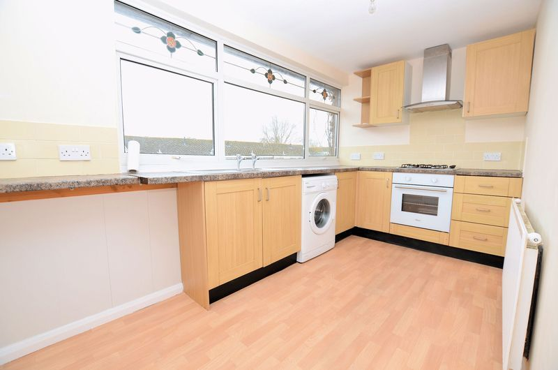 2 bed flat to rent in Monmouth Road  - Property Image 3