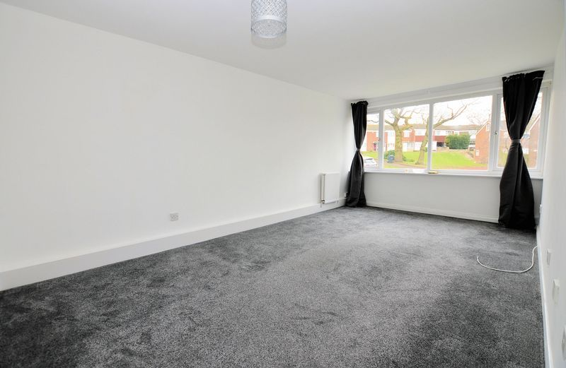 2 bed flat to rent in Monmouth Road 4