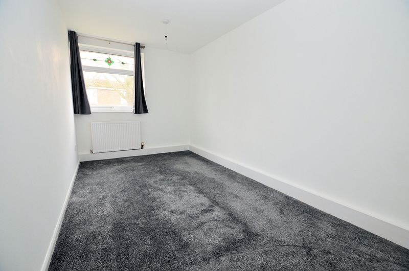 2 bed flat to rent in Monmouth Road 6