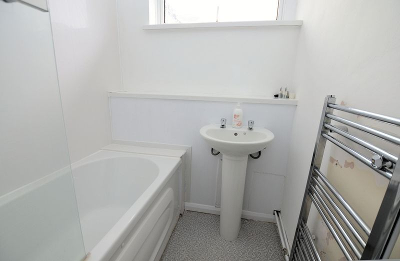 2 bed flat to rent in Monmouth Road 7