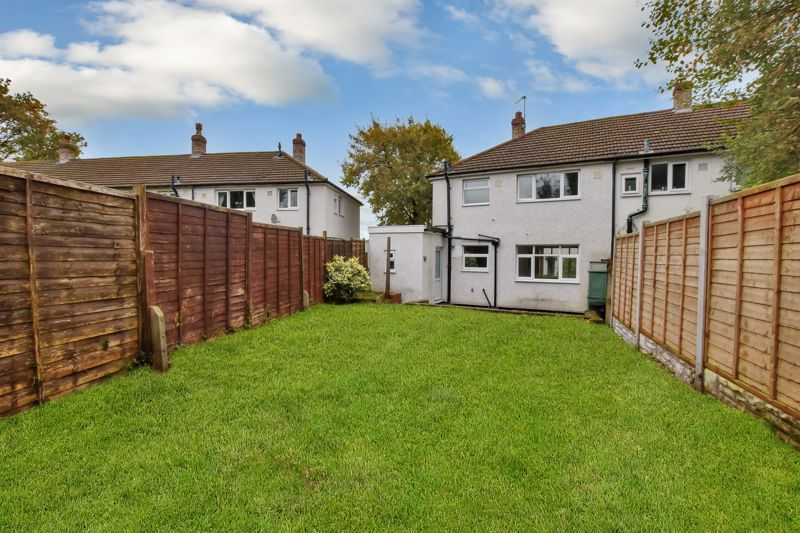 2 bed house for sale in Caynham Road 3