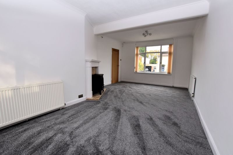 2 bed house for sale in Caynham Road 6