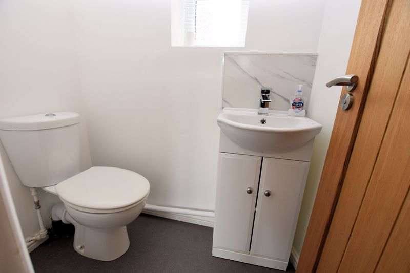 2 bed house for sale in Caynham Road 9