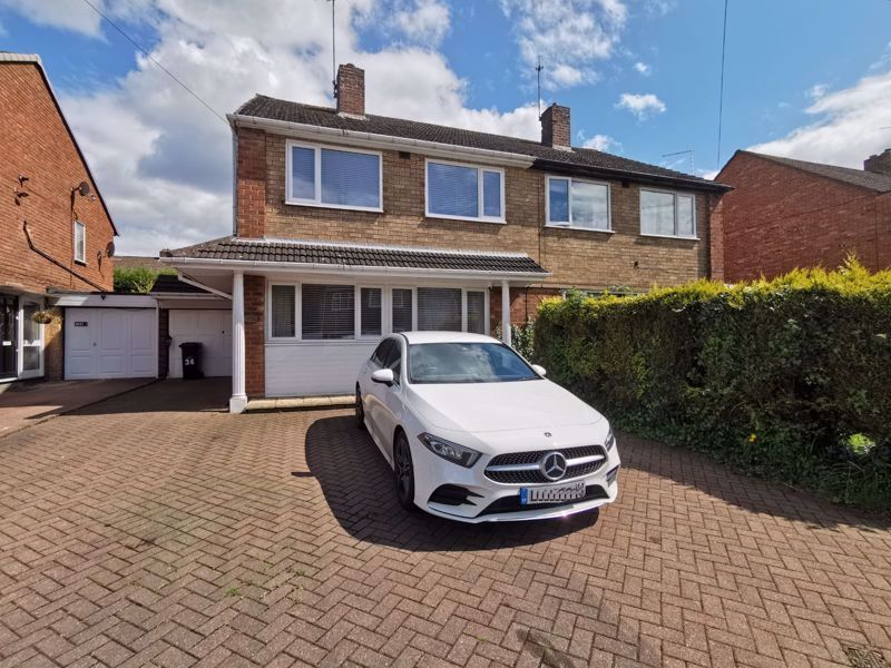 3 bed house for sale in Middlefield Avenue  - Property Image 1