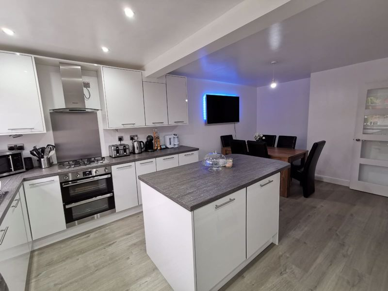 3 bed house for sale in Middlefield Avenue  - Property Image 2