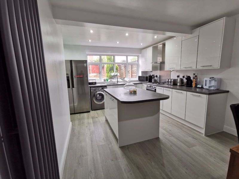 3 bed house for sale in Middlefield Avenue 5