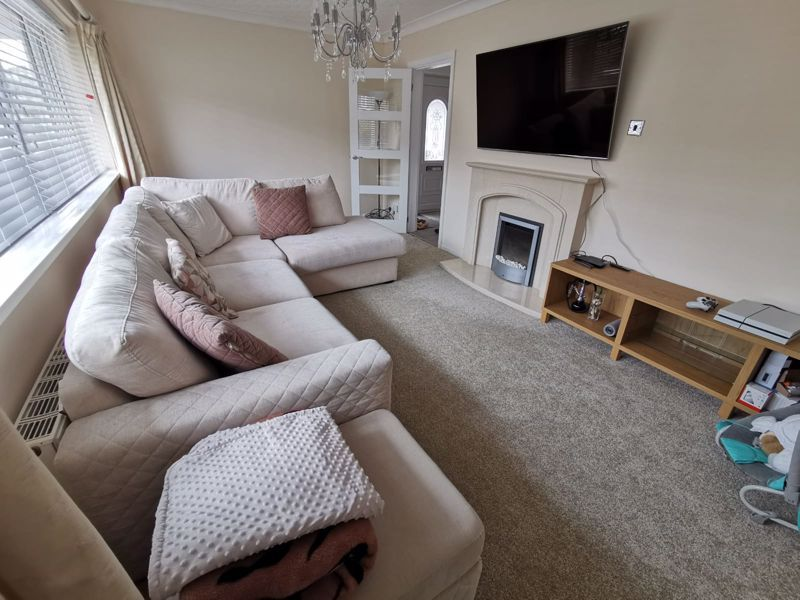 3 bed house for sale in Middlefield Avenue 7