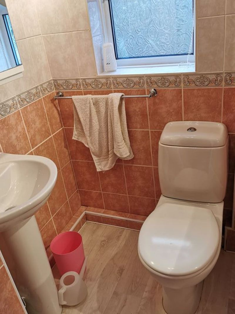 3 bed house for sale in Middlefield Avenue 9
