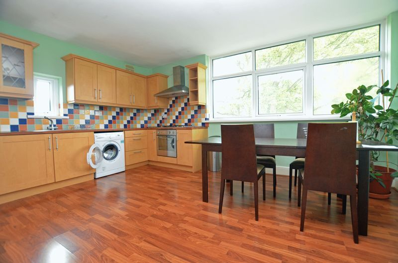 2 bed flat to rent in Stanmore Road 1