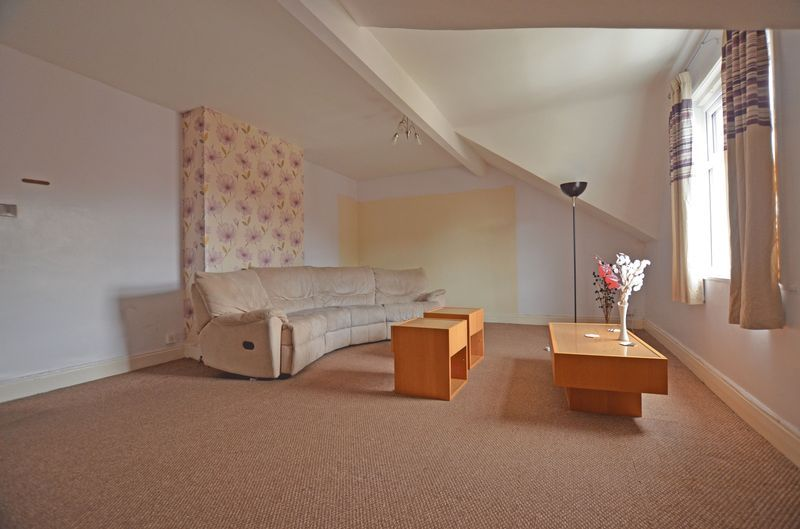 2 bed flat to rent in Stanmore Road 3