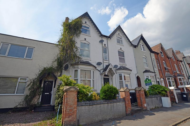 2 bed flat to rent in Stanmore Road 6