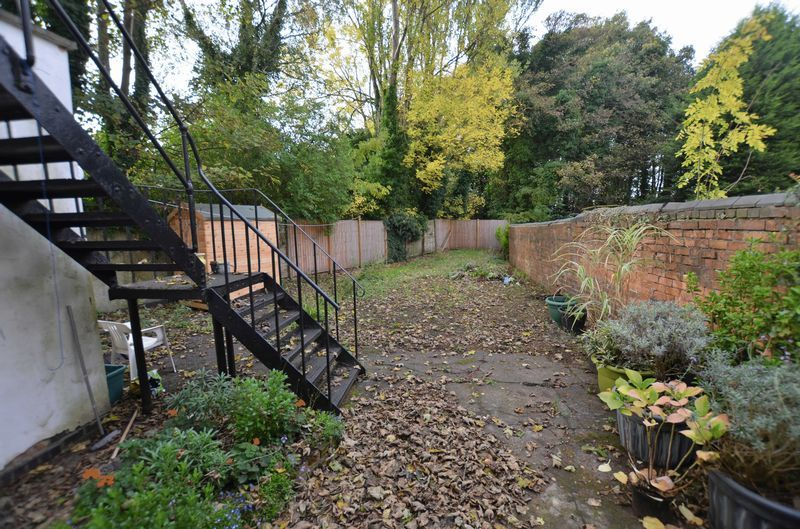 2 bed flat to rent in Stanmore Road 7