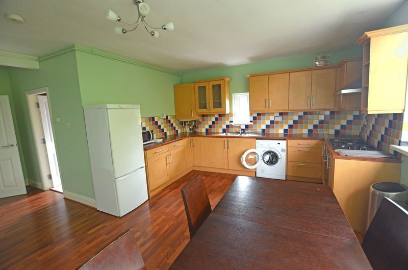 2 bed flat to rent in Stanmore Road 8