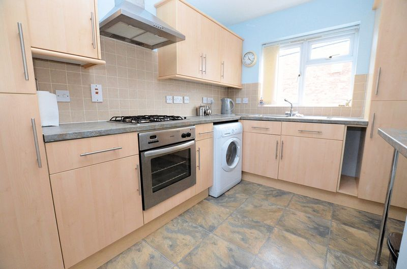 2 bed flat to rent in Apsley Road 2