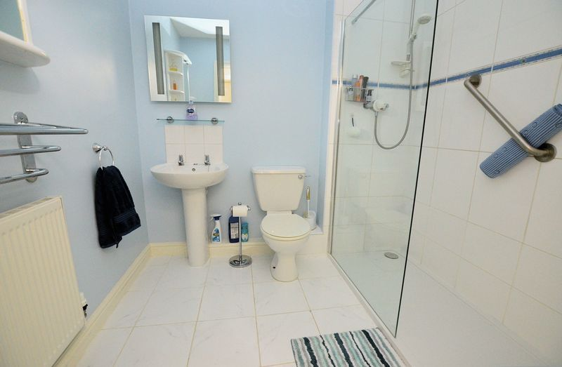 2 bed flat to rent in Apsley Road  - Property Image 5