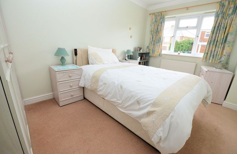 2 bed flat to rent in Apsley Road 6
