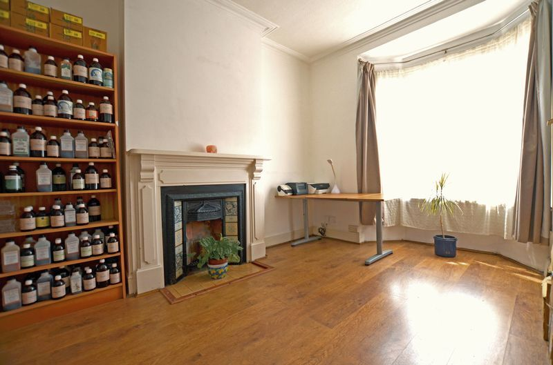 2 bed house to rent in Poplar Road 4