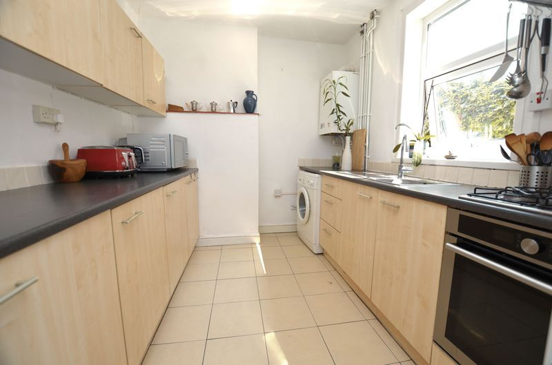 2 bed house to rent in Poplar Road 5