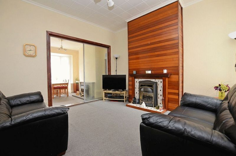 2 bed house for sale in Swindon Road 2