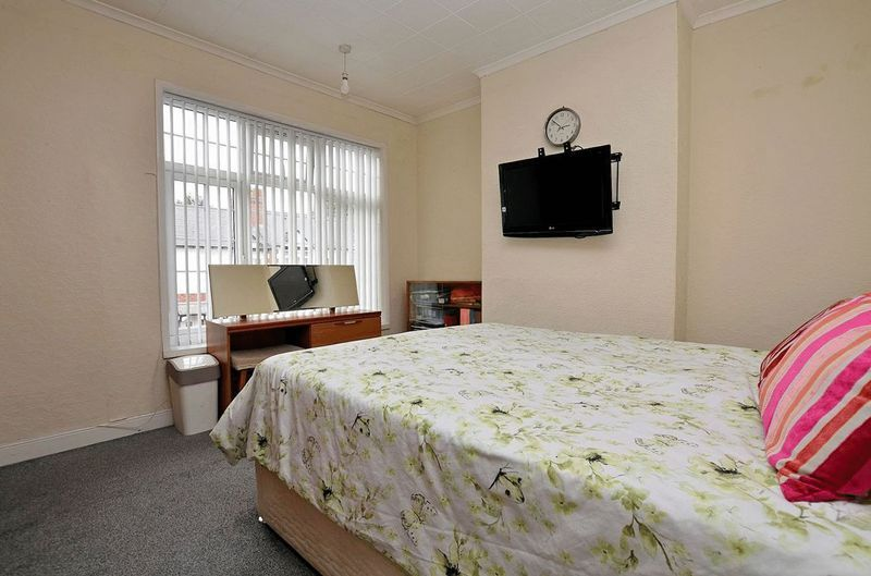 2 bed house for sale in Swindon Road 5