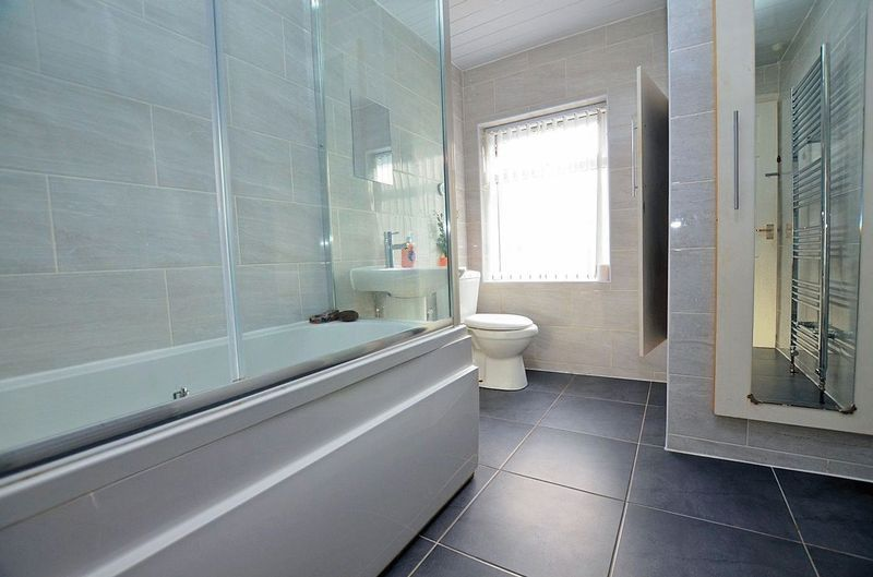 2 bed house for sale in Swindon Road 7