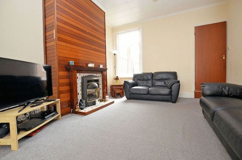 2 bed house for sale in Swindon Road 9
