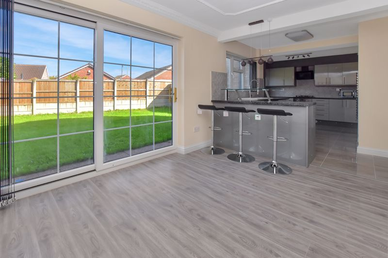 4 bed house for sale in Summerfields Avenue 2