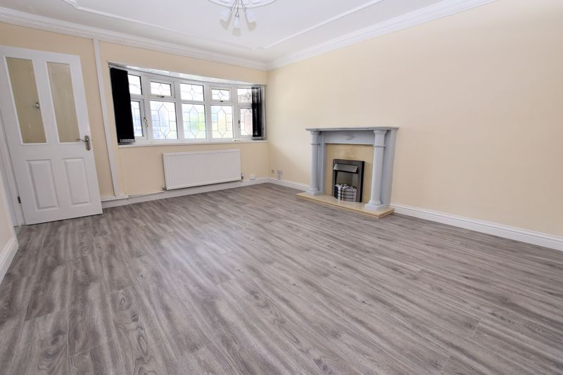 4 bed house for sale in Summerfields Avenue 3