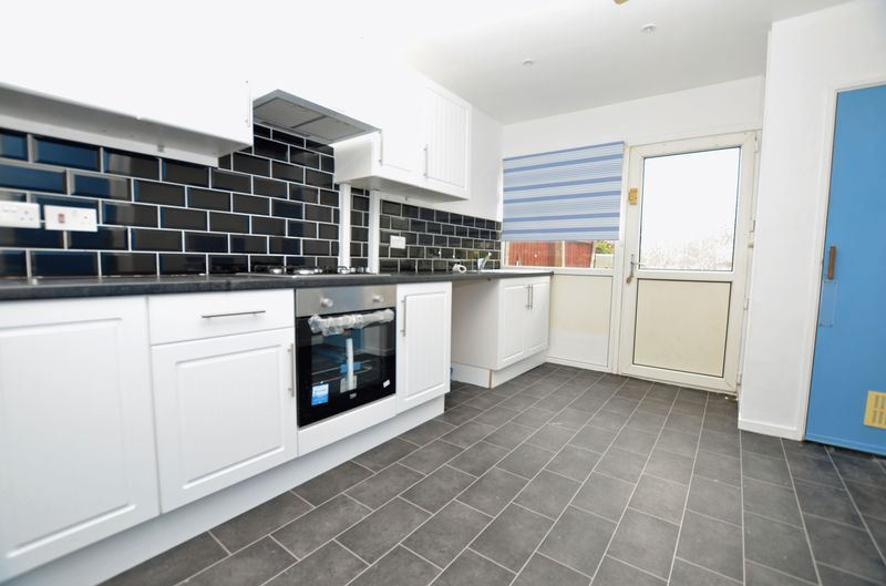 3 bed house to rent in Merritts Hill  - Property Image 3