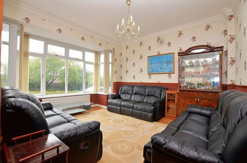 5 bed house for sale in Bearwood Road 2