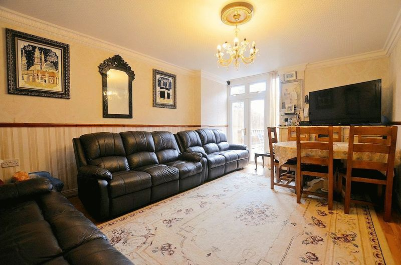 5 bed house for sale in Bearwood Road  - Property Image 3