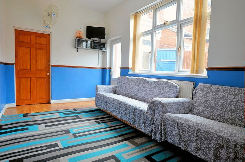 5 bed house for sale in Bearwood Road  - Property Image 5