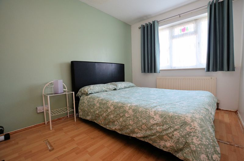 3 bed house for sale in Garratt Close 6