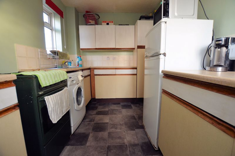 3 bed house for sale in Garratt Close 10