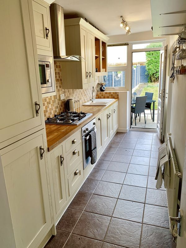 3 bed house for sale in Aubrey Road                   4