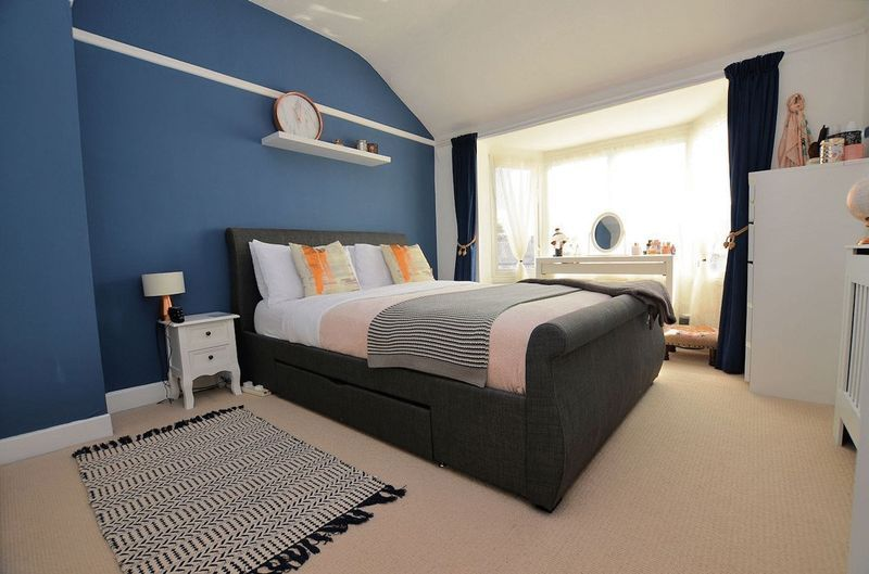 3 bed house for sale in Aubrey Road                   8