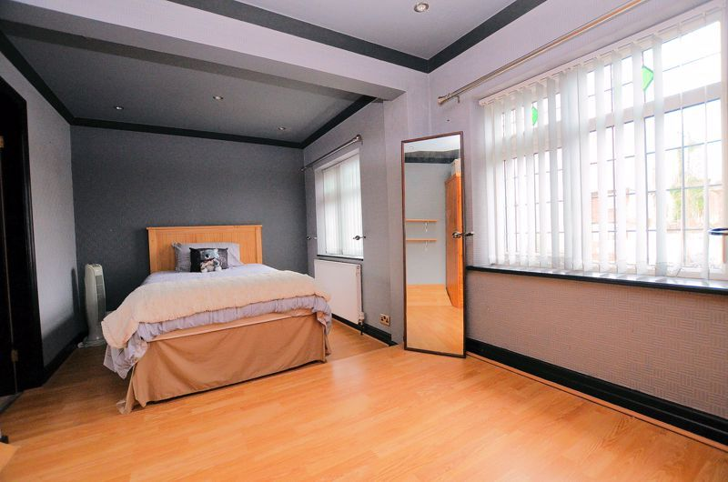 4 bed house for sale in Brandhall Road  - Property Image 7