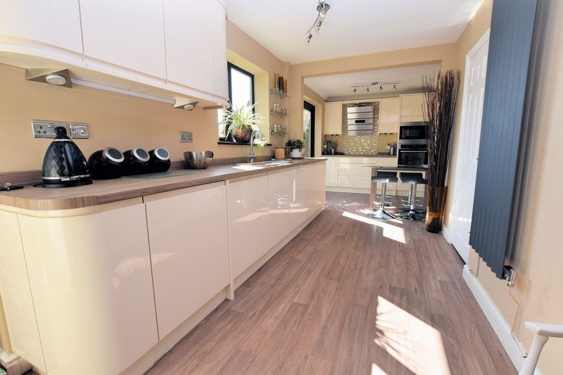 3 bed house for sale in Owens Way 6